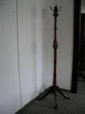 Stojací věšák kovový